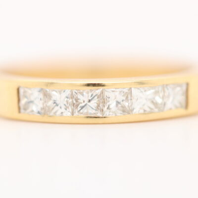 Diamond Ring 18 karat yellow gold invisible setting